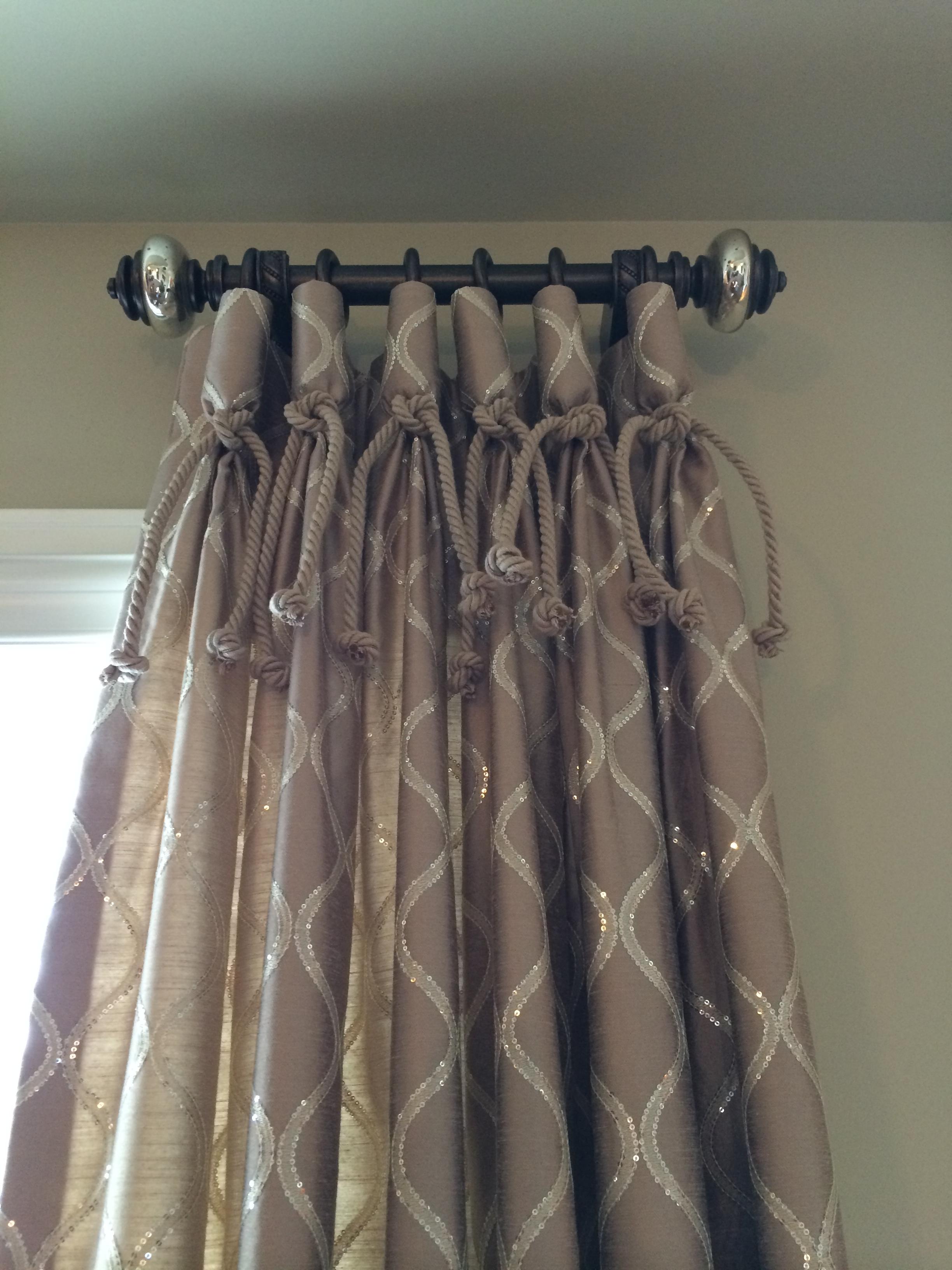 interior decorator - detailed window treatments